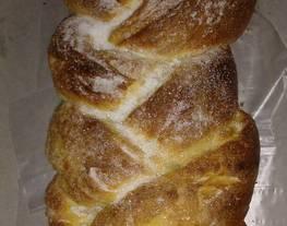 Pan de leche, pan de campo y trenzado dulce