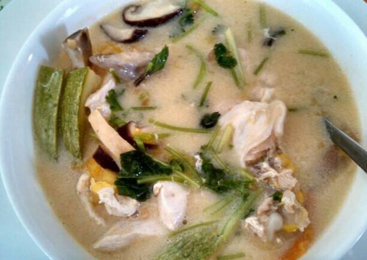 Recipe of Super Quick Homemade Tom kha gai (coconut chicken soup) 泰式椰奶鸡汤