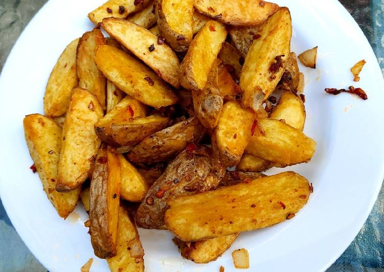Steps to Prepare Ultimate My salt pepper & Chilli Wedge Chips 😅