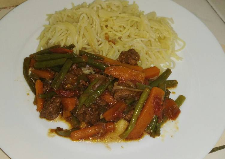 Turn to Food to Boost Your Mood Spaghetti with green beans carrot stew