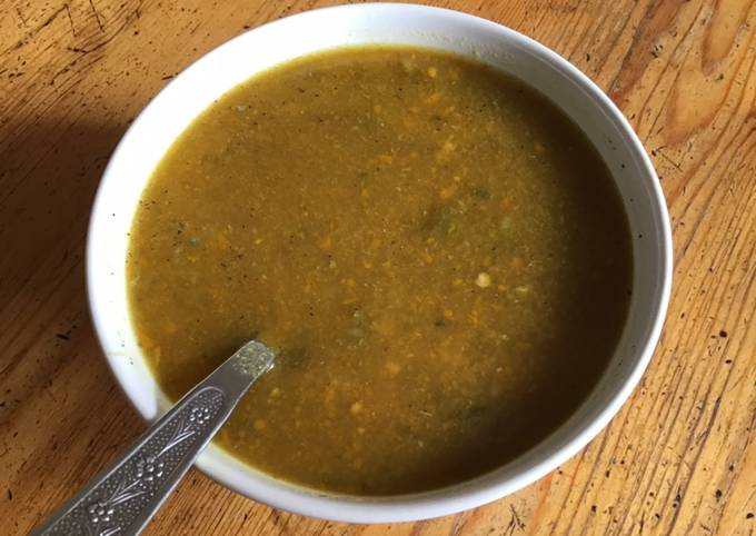 Soupe de légumes de saison râpés herbes et épices