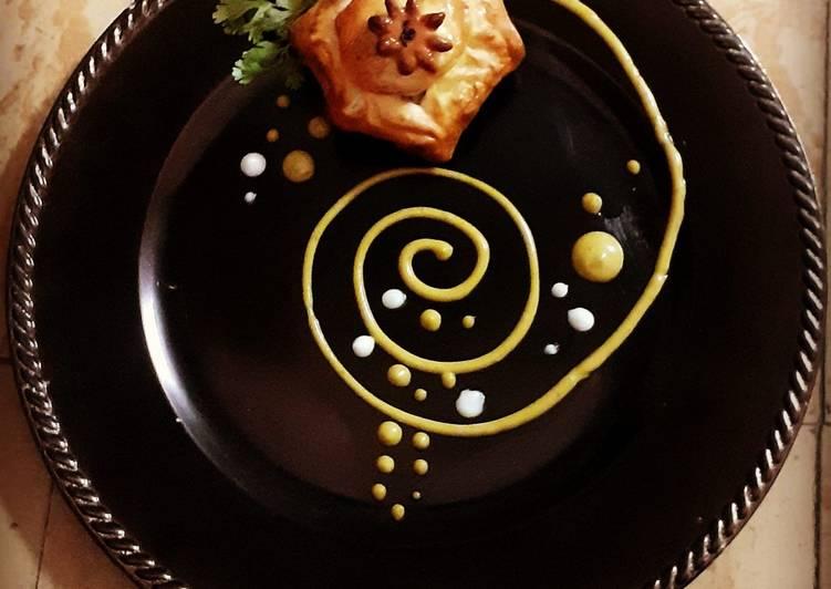Chicken Bun with honey mustard sauce