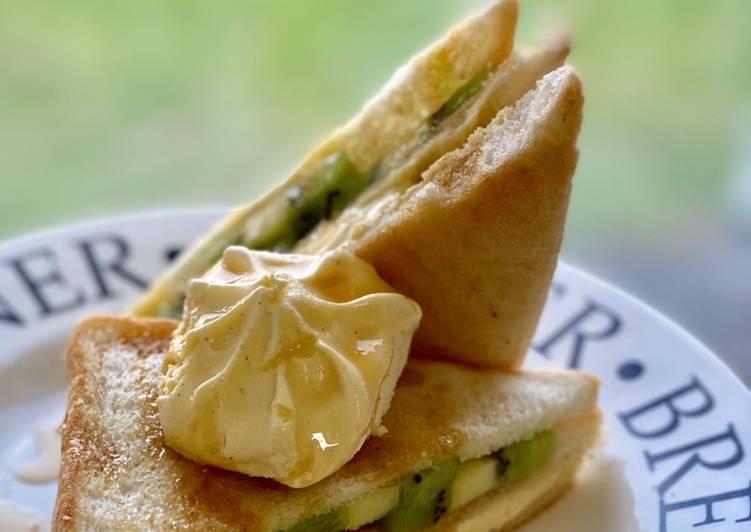 Maple Bread Toast with Kiwi and Vanilla Ice Cream