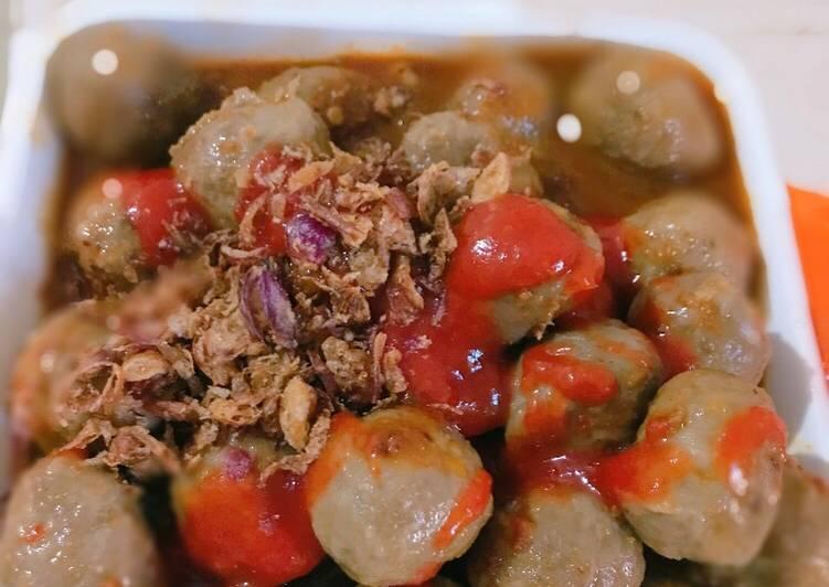 Bakso siram sambal kacang
