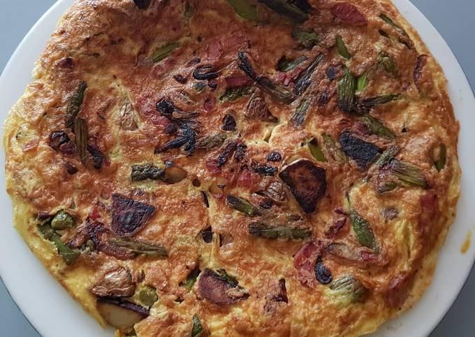 Omelette aux asperges vertes,pommes de terre,lardons et oignons