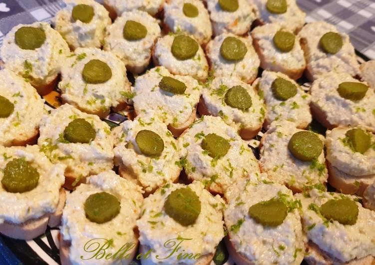 Canapé de surimi et cornichons