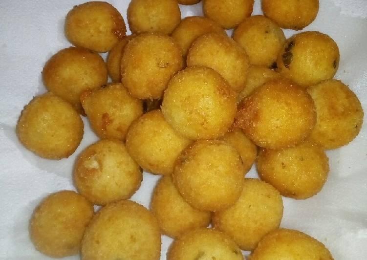 Polpette di patate e formaggio fritte