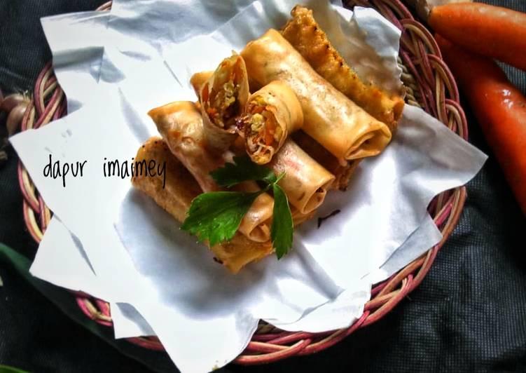Lumpia isi sayur (wortel,tauge,orak arik telur)