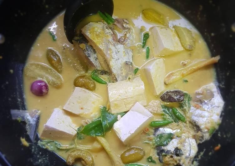 Gulai kuning ikan laut khas minang