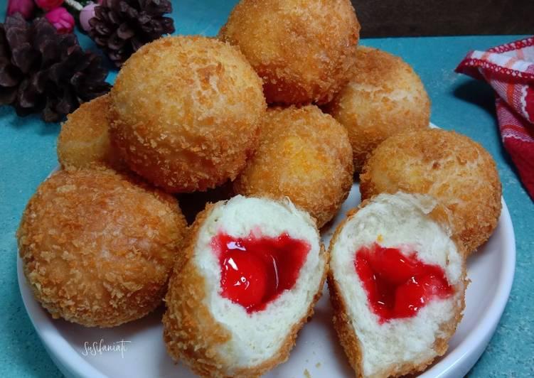 Roti goreng isi strawberry