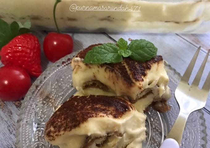 Tiramisu mascarpone cheesse with custard