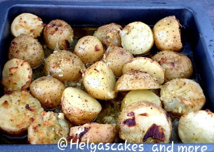 Gebackene Kartoffeln mit Zwiebeln und Knoblauch