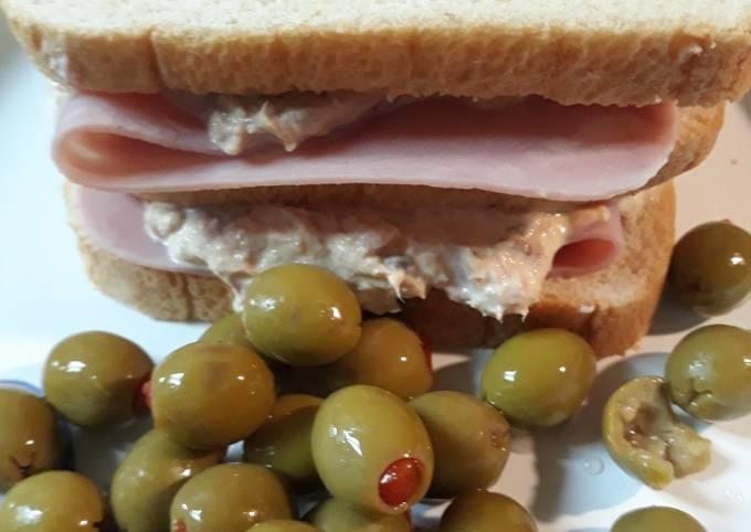 Tunafish-Ham Sandwich