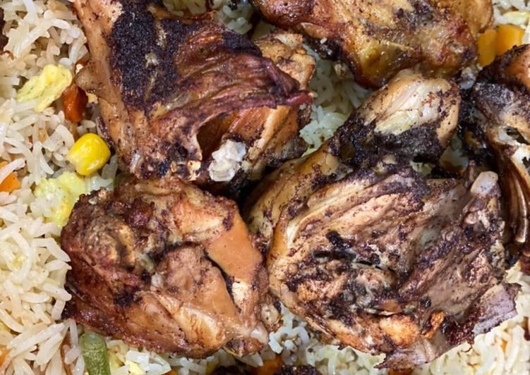 ارزق مقلي بالبيض مع دجاج مقلي