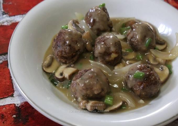 Meatballs with Mushroom Sauce