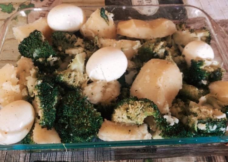 (vegetarian) 🌸 Brócoli con patatas y huevos y refrito de ajo