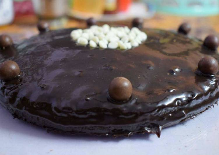 Step-by-Step Guide to Prepare Favorite Chocolate Ganache Cake