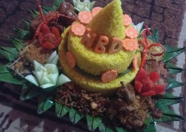 Nasi tumpeng ulang tahun