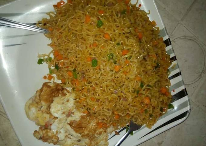 Spicy indomie with fried egg