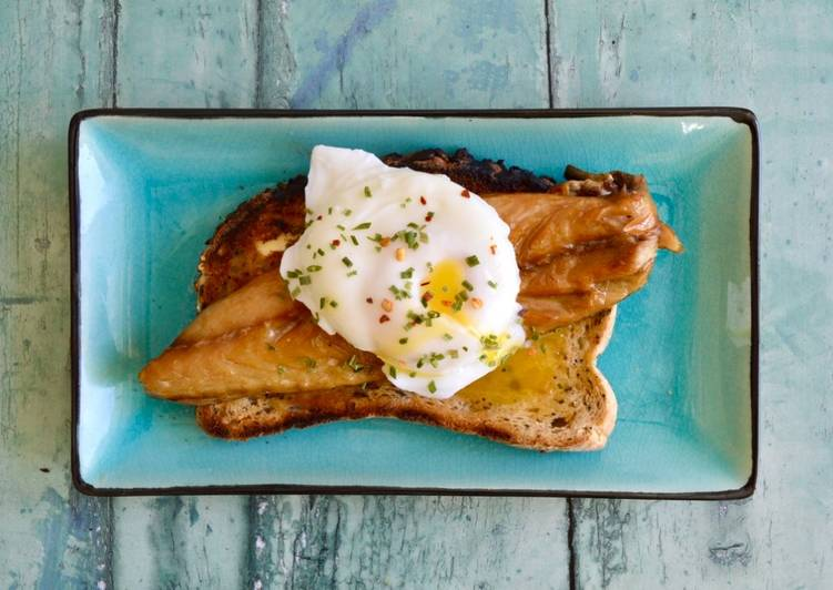 Easiest Way to Make Any-night-of-the-week Smoked Mackerel and Poached Eggs