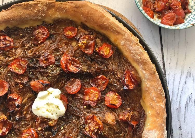 Tarte à l'oignon et tomate caramélisés