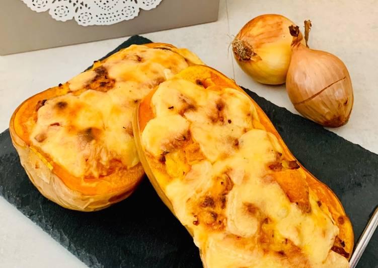 Le moyen le plus simple de Cuire Parfait Butternut farcie lardons & oignons gratinée raclette
