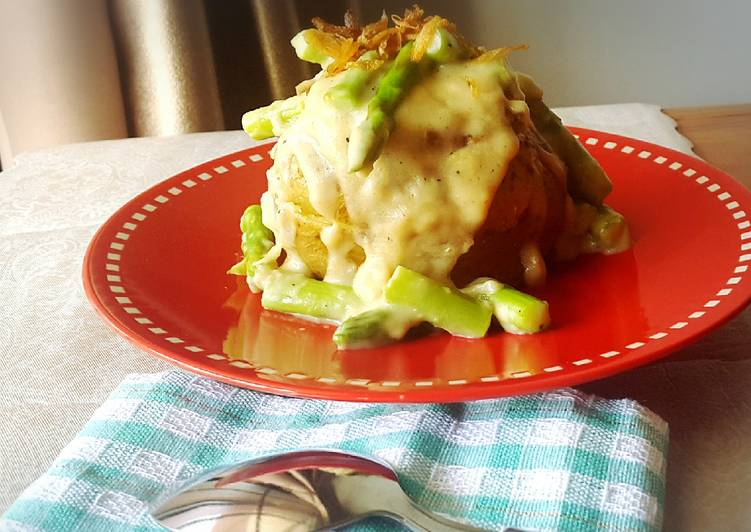 Baked Potato with Vegan Creamy Asparagus Sauce