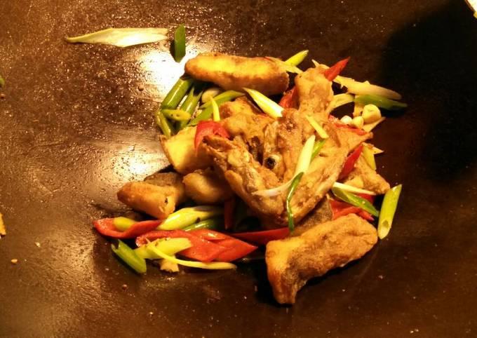 Asian style fried bass 椒盐鲈鱼