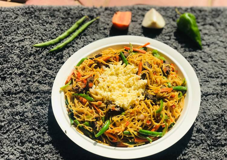 Stirfry veggies pasta with scrambled egg