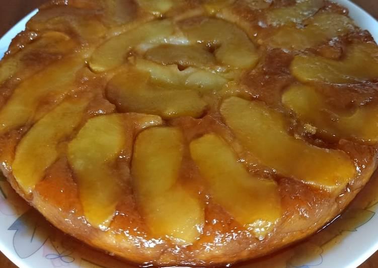 Eggless upside down apple cake