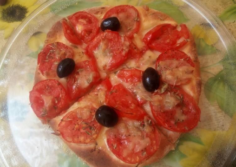 Pizza aux tomates 🍕 🍅