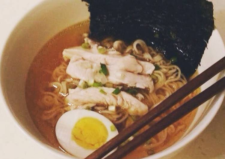 5 Minute Recipe of Diet Perfect Shoyu ramen with boiled chicken