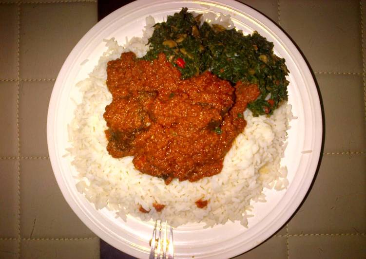 Stew and vegetable sauce with rice