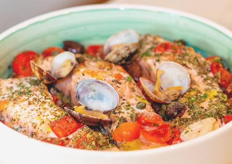 Salmone al Forno con Pomodorini e Vongole