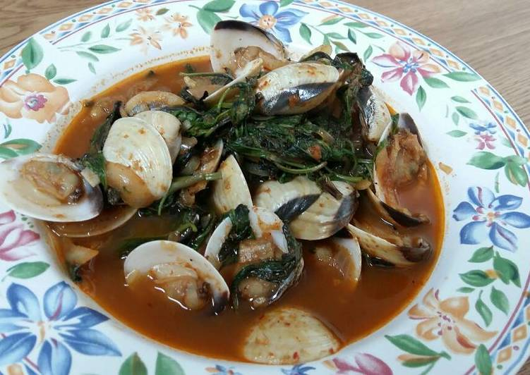 Step-by-Step Guide to Make Quick Sweet Basil with clams