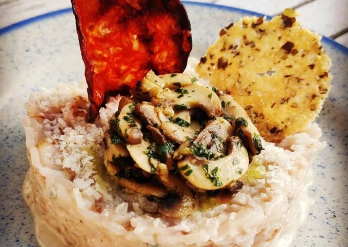 Risotto au Gorgonzola, Champignons en Persillade, Chips de Chorizo et Tuile de Parmesan