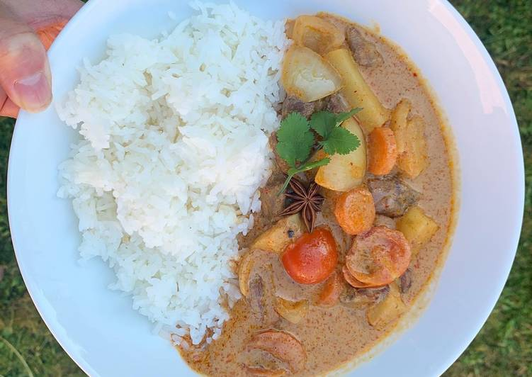 Easiest Way to Prepare Delicious Easy beef Massaman curry