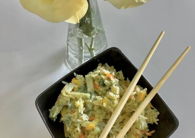 Smażony ryż z warzywami i jajkiem główne zdjęcie przepisu