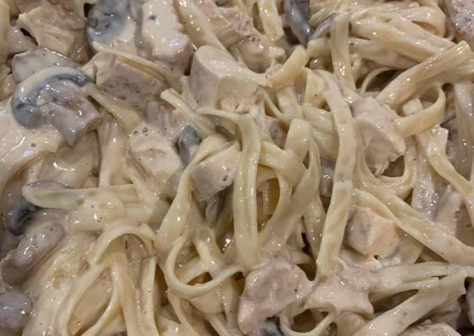 Grilled Chicken Fettuccine w/Mushrooms