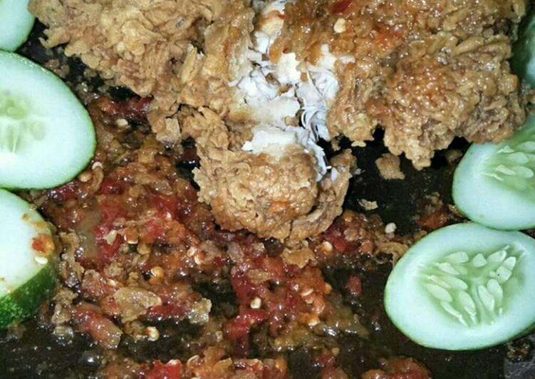 Bagaimana Membuat Ayam geprek cobek buatan sendiri yang Lezat