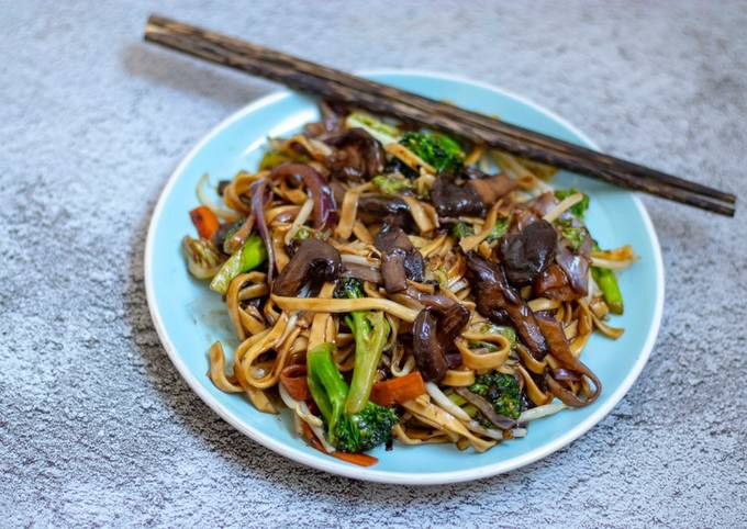 Easy homemade stir fry honey and soy egg noodles with mushrooms