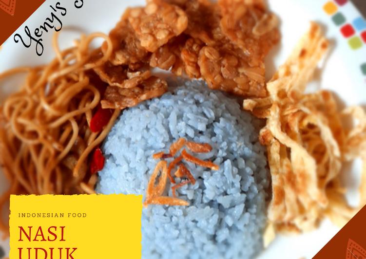 Nasi uduk biru