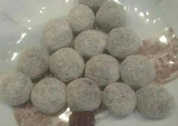 Cocus balls tree