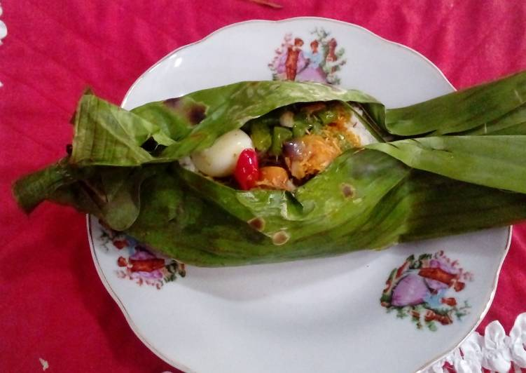How to Prepare Yummy Grilled rice in banana leaves #Asia food