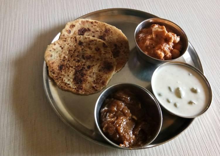 Panee rMakhana, grapes raita, rajgiri halwa and farari bhakhri
