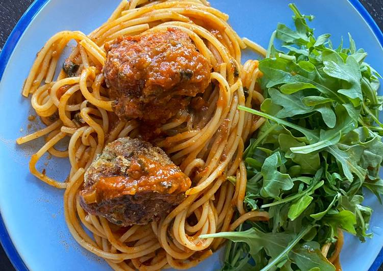 Meatballs (2 ways) in tomato sauce