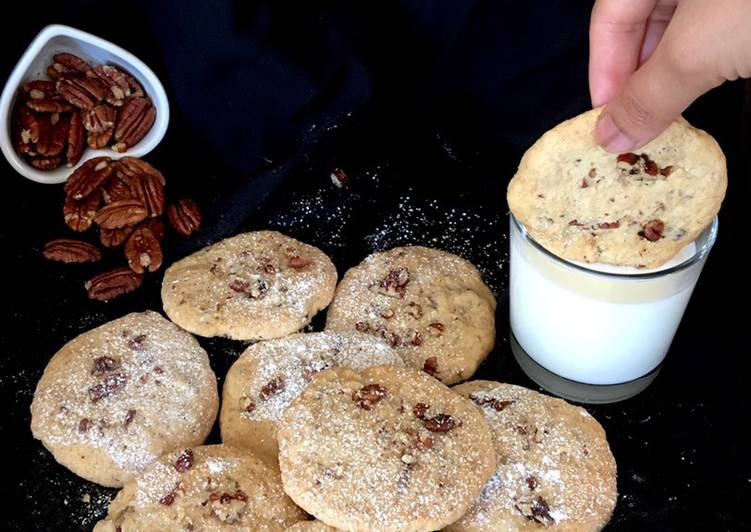 Pecan strawberry cookies