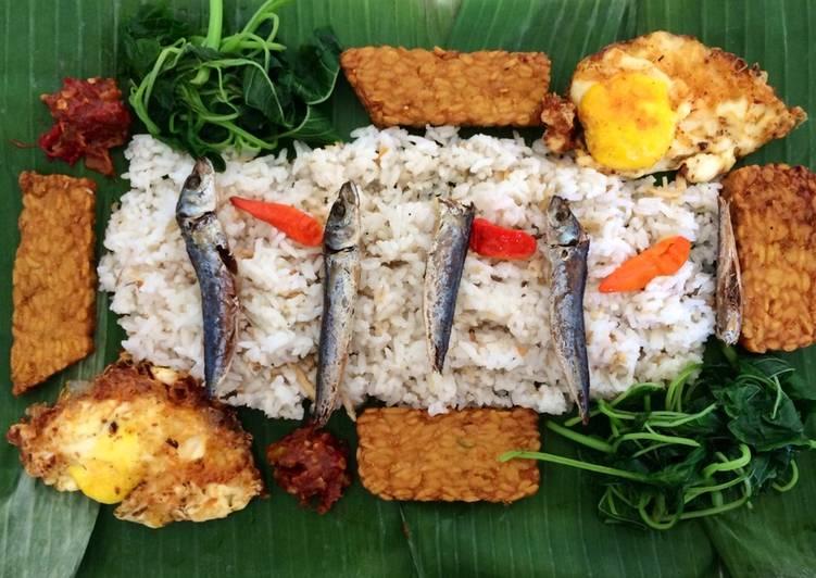 Resep Nasi Liwet (Praktis Pake RiceCooker) Bikin Manjain Lidah