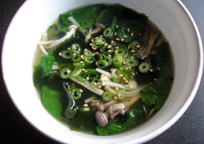 Shimeji, Spinach & Wakame Soup