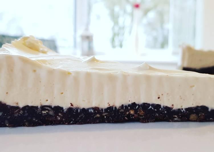 No Bake Vanilla Chocolate Hazelnut Cheesecake (Keto)